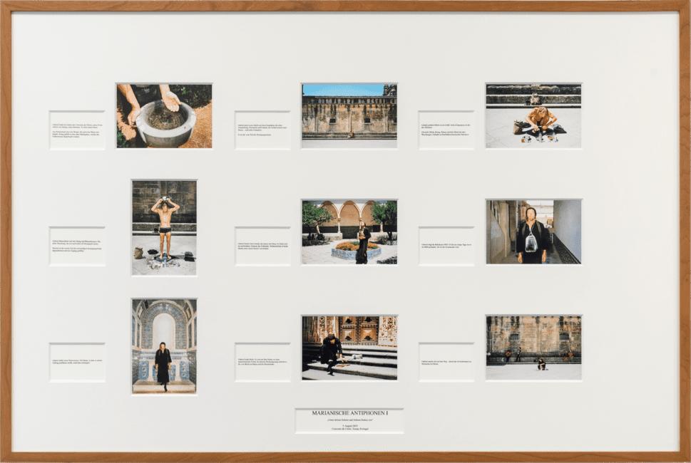 Gabriel und Julian M. H. Schindele (Konzept), Stefan Hähnel (Fotografien) Marianische Antiphonen I (Tafel), 2020 Pigmentdruck auf Photo Rag Baryta, Digitaldruck auf Papier, Karton, 80 × 120 cm